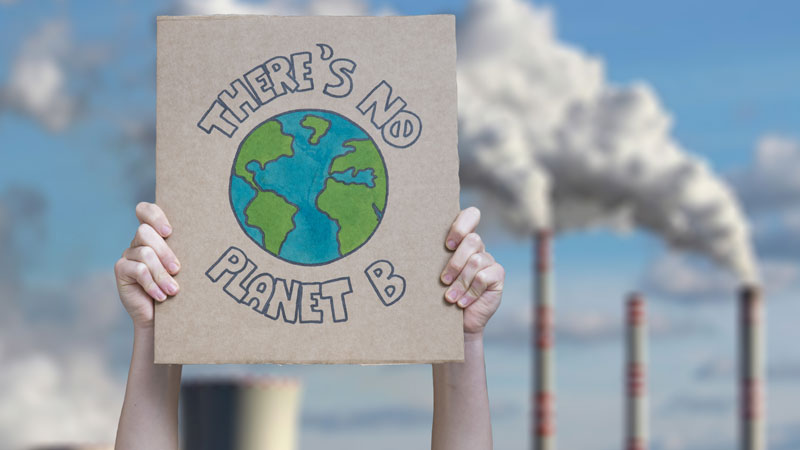 There is no planet B Plakat vor Industrieanlage.